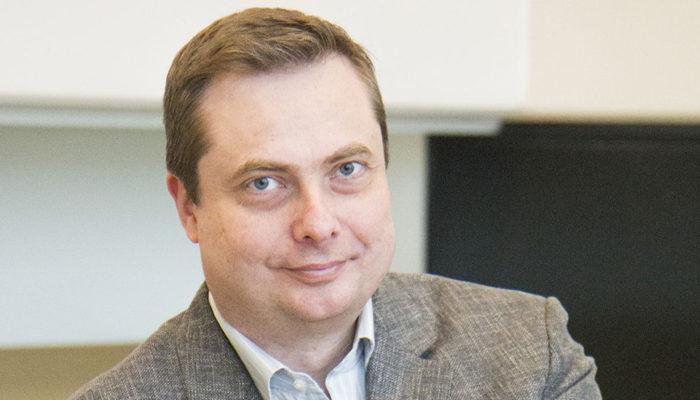 Rakennusfysiikan professori Juha Vinha on tyytyväinen siihen, että FinZEB vahvisti tutkimustuloksen, ettei eristemääriä pidä lisätä.