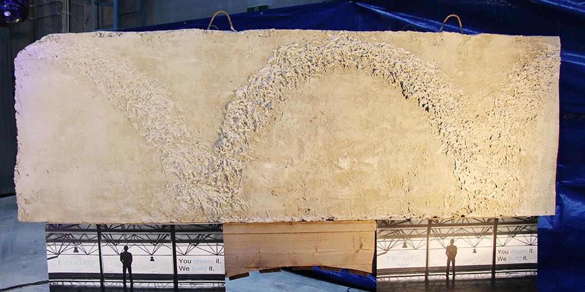 Imatralaisen Fimatechin 3D-tulostin tulostaa betonielementin kerroksittain. Tulostimella pystyy tekemään kohokuvioita elementin pintaan.