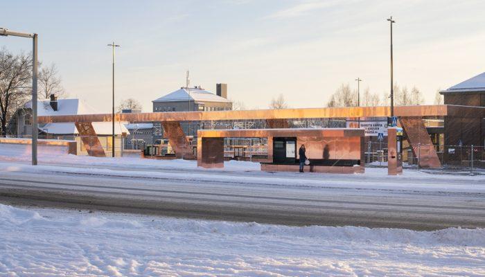 Kuparinhohtoiset terminaalikatos ja pysäkkikatokset luovat joukkoliikenteen glamouria