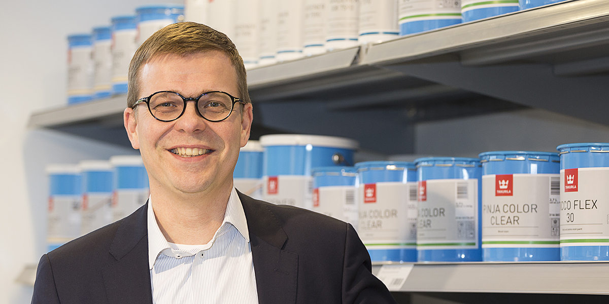 Tikkurilan vientijohtaja Jarkko Mattilan mukaan yhtiön ei kannata pyrkiä Lähi-idän ja Afrikan markkinoille pelkillä perusmaaleilla, koska niillä yhtiö joutuisi puhtaaseen hintakilpailuun. Siksi yhtiö tuo alueen markkinoille jotain uutta.