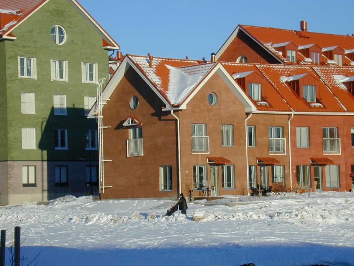 Ruotsalaisarkkitehtien suunnittelema uusvanhaa tyyliä edustavat Kartanonkosken alue Vantaalla.