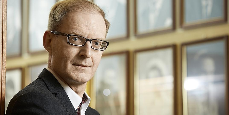 Liikenne- ja viestintäministeriön valtiosihteeri Jari Partanen luotsaa virkamiesten normityötä.